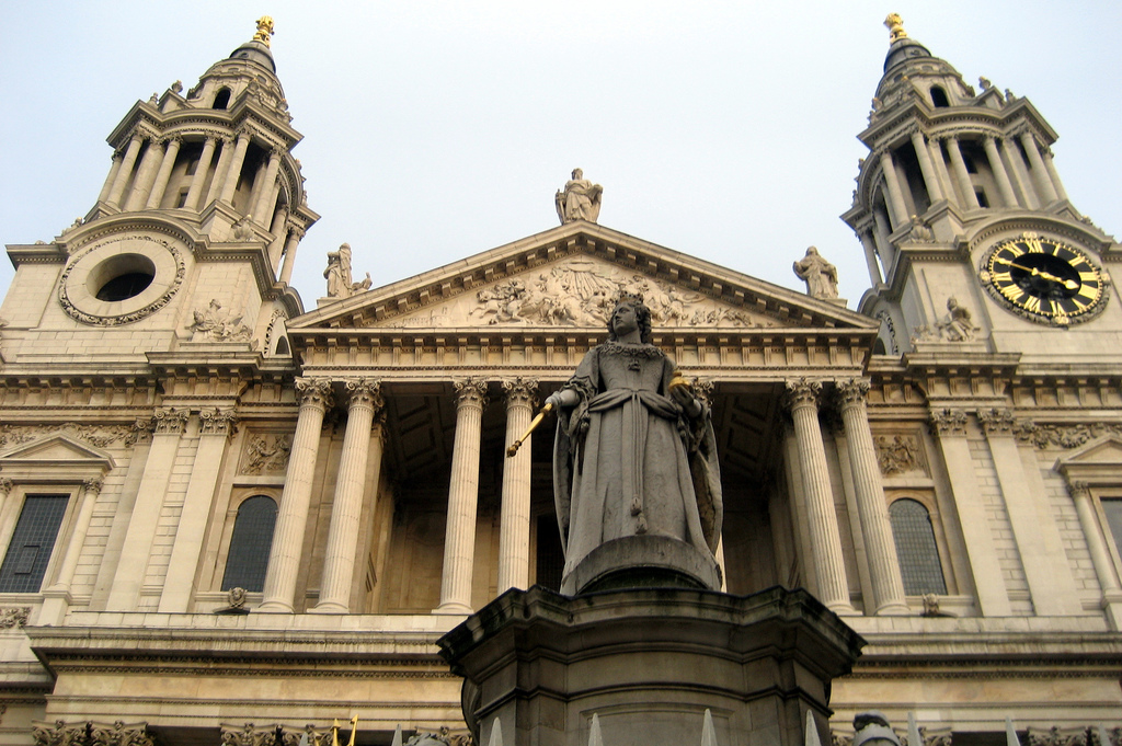 St Paul's Cathedral and Queen Anne's statue