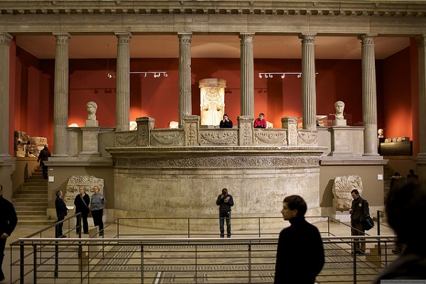 Visitors of Pergamon Museum