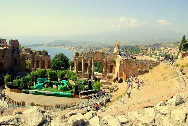 The ancient Greek and Roman Theatre