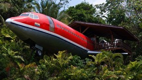Sleep in an airplane on the cliff in Costa Rica