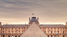 Photos, timetables and prices of the Louvre Museum in Paris