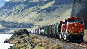 Road or Rail: Which Is the Best Way to Explore the USA
