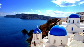 Romantic getaway with your loved one in Santorini
