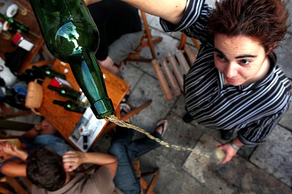 The particular way of pouring Sidra in Spain