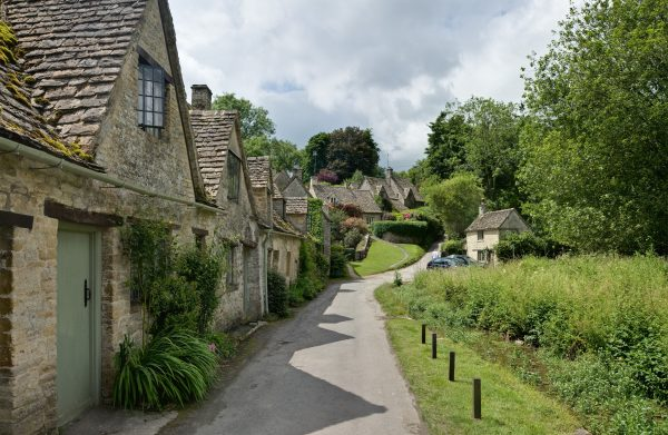 bibury_cottages_in_the_cotswolds_-_june_2007